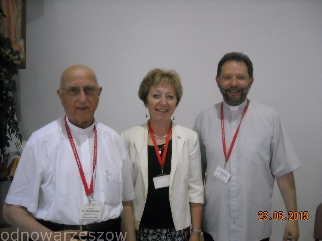 Ks. bp Bronisław Dembowski,ks. Mariusz Mik, Elzbieta Tomasik